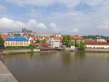 Sikt av den Prague invallningen från Charles Bridge arkivbild