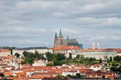 Sikt av den Prague slotten Royaltyfri Bild