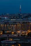 Sikt av den Prague staden i natten, Tjeckien Royaltyfri Foto