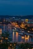 Sikt av den Prague staden i natten, Tjeckien Royaltyfri Bild