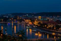 Sikt av den Prague staden i natten, Tjeckien Fotografering för Bildbyråer