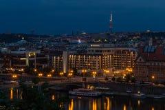 Sikt av den Prague staden i natten, Tjeckien Arkivbilder