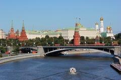 Sikt av den röda Kremlinen i Moscow Arkivbilder