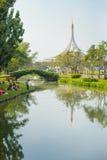 Sikt av den Rama 9 kunglig personträdgården i Bangkok Fotografering för Bildbyråer