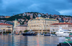 Sikt av den Rijeka staden i Kroatien Arkivfoton