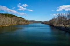 Sikt av den Roanoke floden från Smith Mountain Dam - 2 royaltyfria foton