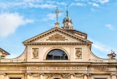 Sikt av den romanska basilikan av den San Vittore kyrkan i Varese, Italien Royaltyfria Bilder