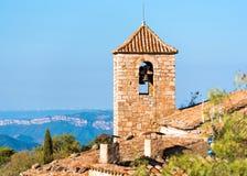 Sikt av den romanska kyrkan av Santa Maria de Siurana, i Siurana, Tarragona, Spanien Kopiera utrymme för text Fotografering för Bildbyråer