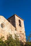Sikt av den romanska kyrkan av Santa Maria de Siurana, i Siurana, Tarragona, Spanien Kopiera utrymme för text vertikalt Royaltyfri Fotografi