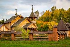 Sikt av den ryska träortodoxa kyrkan royaltyfri fotografi