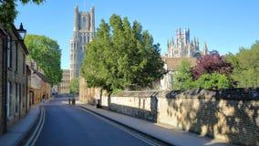Sikt av den södra delen av domkyrkan från gallerigatan i Ely, Cambridgeshire, Norfolk, UK arkivfoton