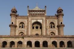 Sikt av den Safdarjung gravvalvet i Delhi Royaltyfri Bild
