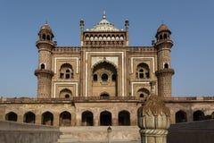 Sikt av den Safdarjung gravvalvet i Delhi Royaltyfria Foton