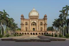 Sikt av den Safdarjung gravvalvet i Delhi Royaltyfri Fotografi
