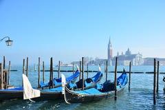 Sikt av den San Giorgio Maggiore ön och San Giorgio Maggiore Church i den Venetian lagun Arkivfoton