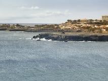 Sikt av den San Vincente kustlinjen, Mindelo Arkivfoton