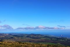 Sikt av den Santa Barbara kullen, Terceira, Azores Arkivfoto