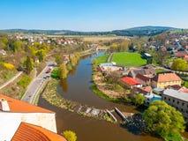 Sikt av den Sazava floden från den Ledec slotten, Ledec nad Sazavou, Tjeckien Arkivfoton