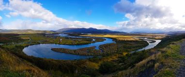 Sikt av den Serrano floden från Mirador Rio Serrano, Torres del Paine, Chile arkivbilder