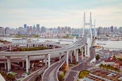 sikt av den Shanghai Nanpu bron, Shanghai, Kina sikt av den Shanghai Nanpu bron, Shanghai, Kina royaltyfri fotografi
