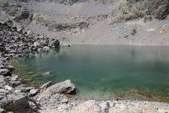 Sikt av den is- sjön för berg Arkivbilder