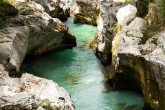 Sikt av den Soca floden i den Triglav nationalparken, Slovenien arkivfoto