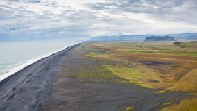 sikt av den Solheimafjara sjösidan från Dyrholaey udde Arkivfoto