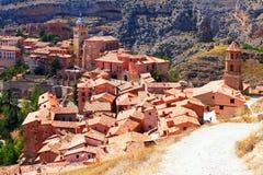 Sikt av den spanska staden från monteringen. Albarracin Royaltyfri Bild