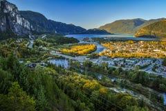 Sikt av den Squamish staden i British Columbia, Kanada Royaltyfri Foto