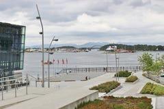 Sikt av den Stavanger fjorden och konserten Hall Square Royaltyfria Bilder