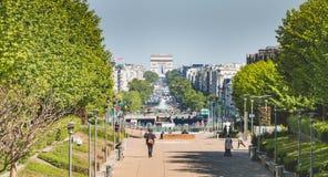 Sikt av den stora Armee avenyn från affärsområdet av La fotografering för bildbyråer