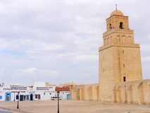 Sikt av den stora moskémoskén av Uqba i Kairouan, Tunisien, Nordafrika royaltyfri bild