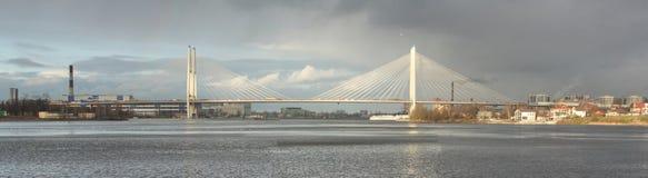 Sikt av den stora Obukhov bron i St Petersburg, panorama Arkivbilder