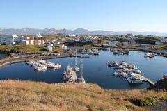 Sikt av den Stykkishholmur staden, Island. Royaltyfria Foton