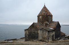 Sikt av den Surb Arakelots kyrkan i vinter, Sevanavank, Armenien Arkivbilder