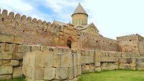 Sikt av den Svetitskhoveli domkyrkan, religiöst arv, forntida berömd byggnad stock video