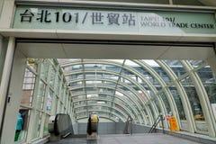 Sikt av den Taipei 101 gångtunnelstationen i Taipei, Taiwan Royaltyfria Foton