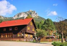 Sikt av den Terchova byn i centrala Slovakien arkivfoto
