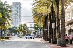 Sikt av den 5th gatan i Miami Beach, Florida Royaltyfri Bild