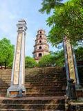 Sikt av den Thien Mu pagoden i ton, Vietnam Royaltyfri Fotografi