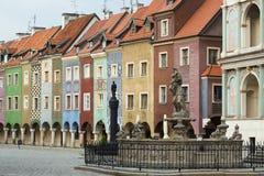 Sikt av den tomma huvudsakliga fyrkanten Stary Rynek på Poznan Royaltyfri Fotografi