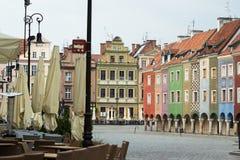 Sikt av den tomma huvudsakliga fyrkanten Stary Rynek på Poznan Fotografering för Bildbyråer