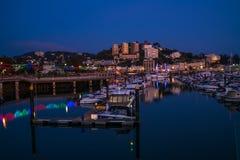 Sikt av den Torquay hamnen på skymning, södra Devon, UK Royaltyfri Foto
