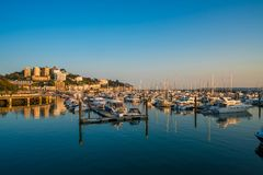 Sikt av den Torquay hamnen, södra Devon, UK Royaltyfria Bilder
