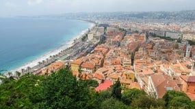 Sikt av den trevliga och gamla staden, söder av Frankrike arkivfoto