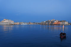 Sikt av den Tricity fjärden i Malta i aftonen Royaltyfria Foton