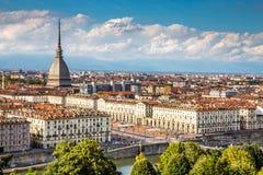 Sikt av den Turin mitten med vågbrytaren Antonelliana-Italien Royaltyfri Fotografi