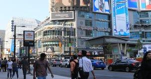 Sikt av den upptagna Dundas fyrkanten i Toronto 4K arkivfilmer