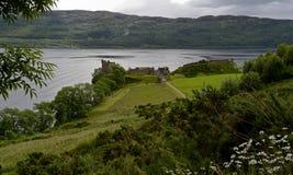 Sikt av den Urquhart slotten, Loch Ness, Skottland, Förenade kungariket Arkivfoto