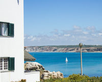 Sikt av den västra kusten av Portugal viewd från den Baleal byn, Peniche Arkivfoton